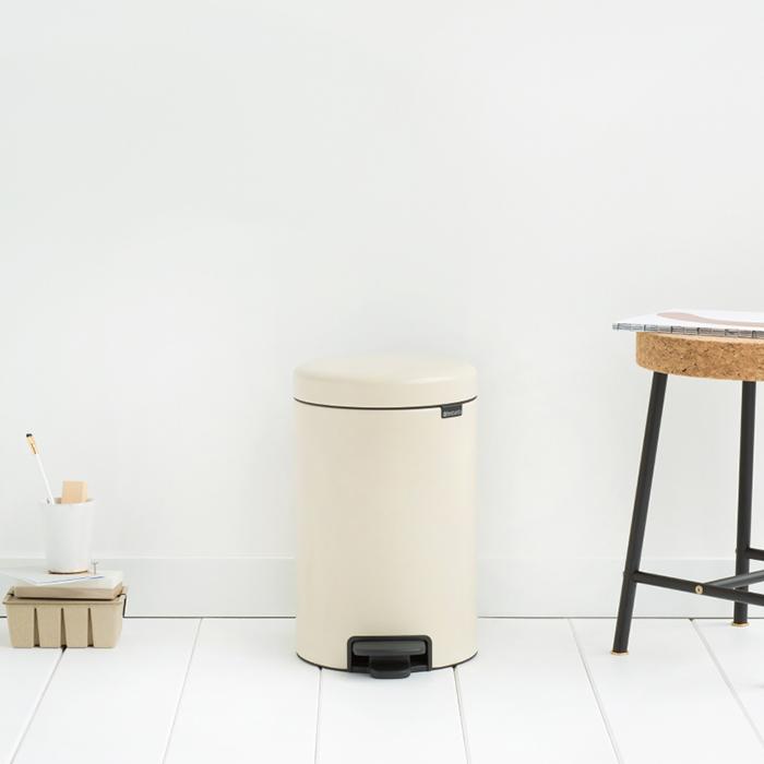 Бак для мусора Pedal Bin Brabantia newIcon, объем 12 л, бежевый Brabantia 113468 фото 4