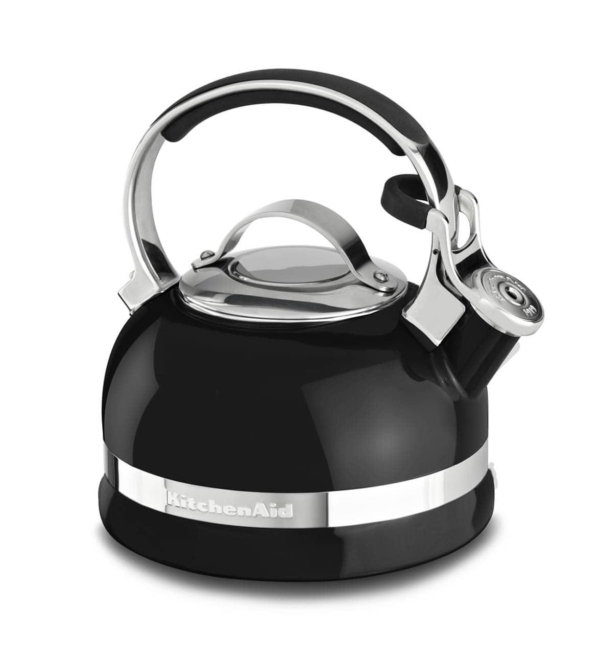 Онлайн каталог PROMENU: Чайник со свистком на плиту KitchenAid, объем 1,89 л, черный                                   KTEN20SBOB