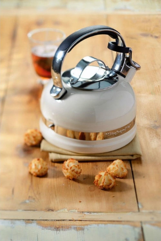 Чайник наплитный классический со свистком KitchenAid, объем 1,89 л, кремовый KitchenAid KTEN20SBAC фото 2