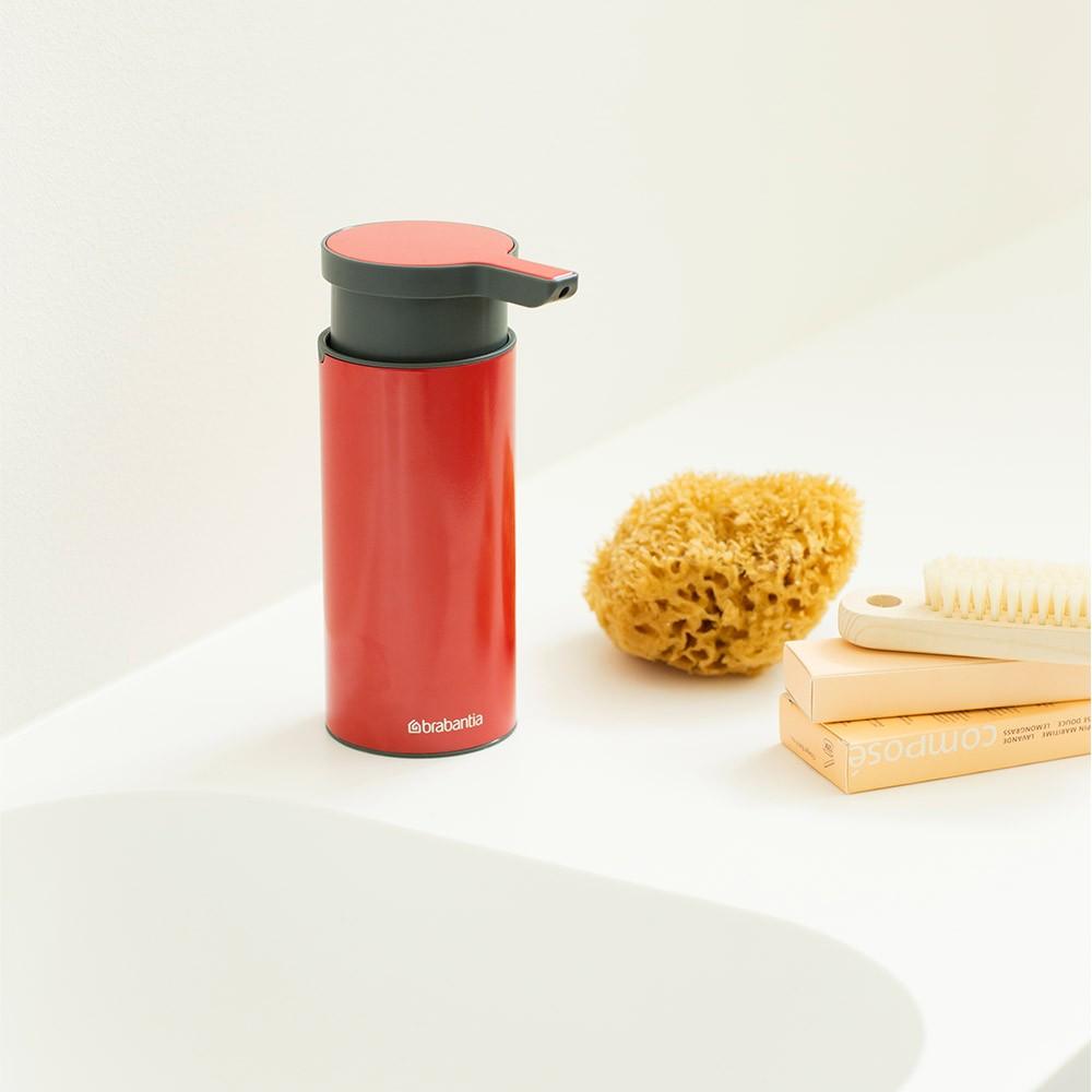 Дозатор для жидкого мыла Brabantia, объем 0,2 л, красный с черным Brabantia 106989 фото 1