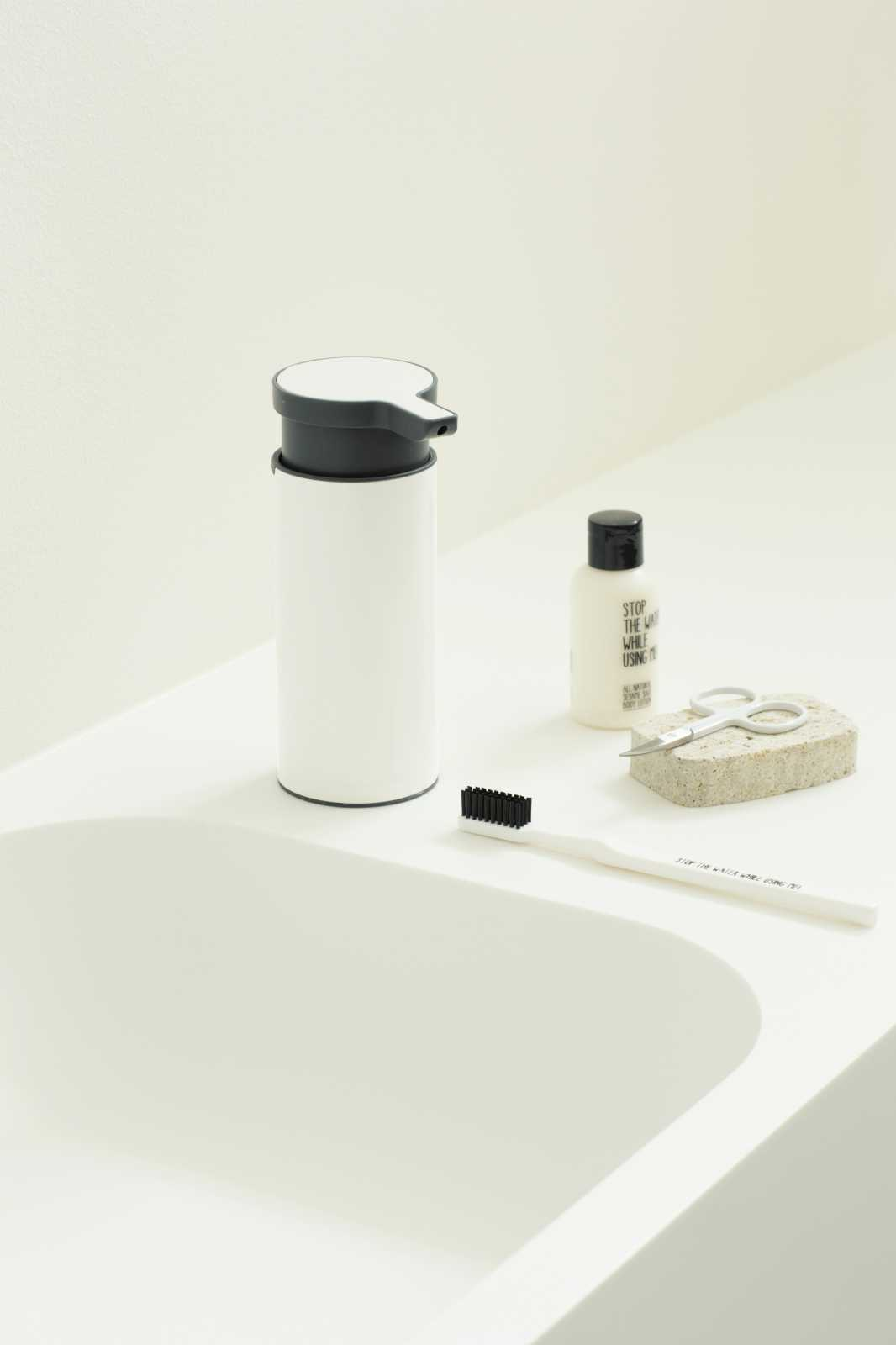 Дозатор для жидкого мыла Brabantia, объем 0,2 л, белый с черным Brabantia 108181 фото 1