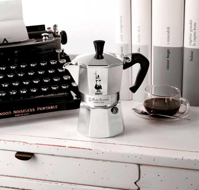 """Кофеварка гейзерная """"Moka express""""  на 3 чашки Bialetti MOKA EXPRESS, серебристый Bialetti 0001162 фото 3"""