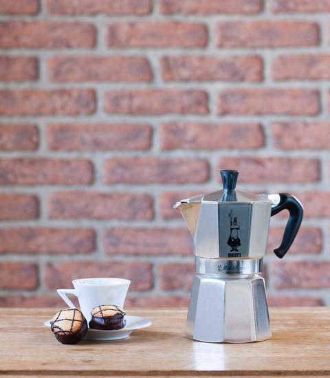 """Кофеварка гейзерная """"Moka express""""  на 6 чашек Bialetti MOKA EXPRESS, серебристый Bialetti 0001163 фото 2"""