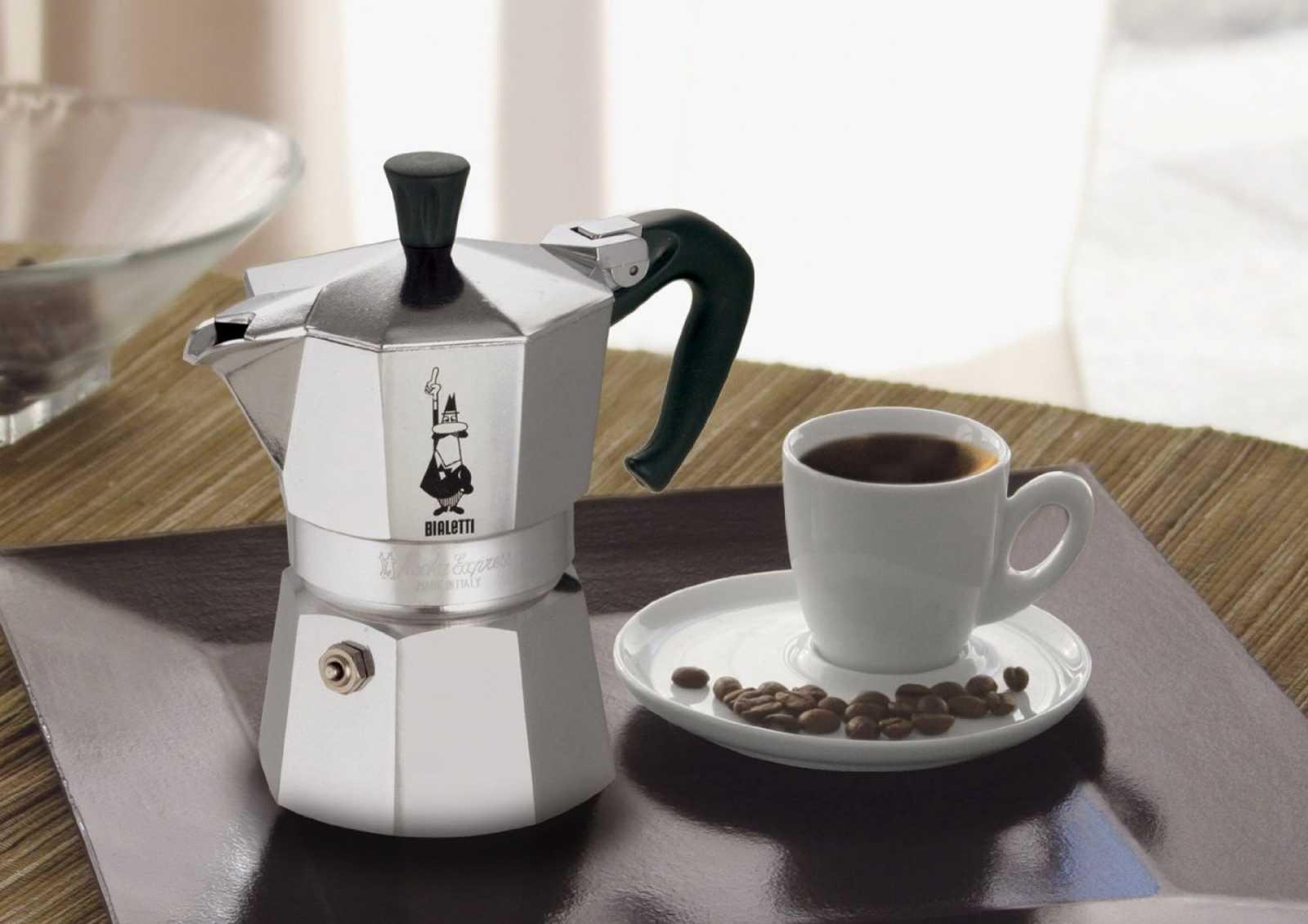 """Кофеварка гейзерная """"Moka express""""  на 6 чашек Bialetti MOKA EXPRESS, серебристый Bialetti 0001163 фото 1"""