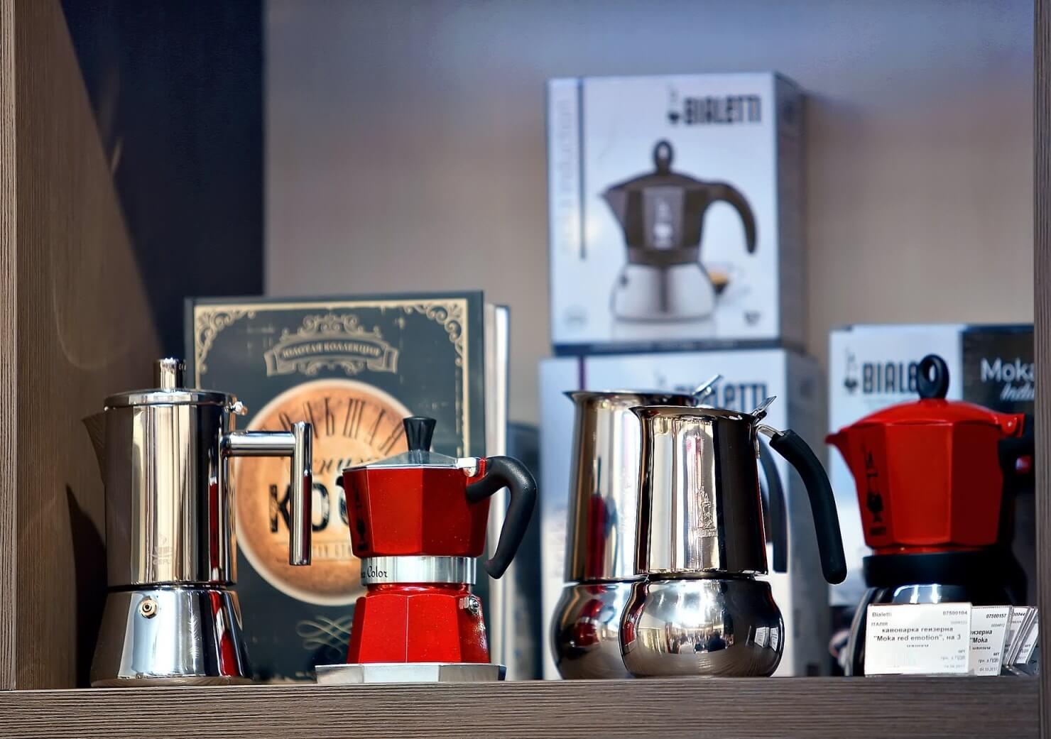 "Кофеварка гейзерная ""Moka induction""  на 3 чашки Bialetti MOKA INDUCTION, красный Bialetti 0004922 фото 1"
