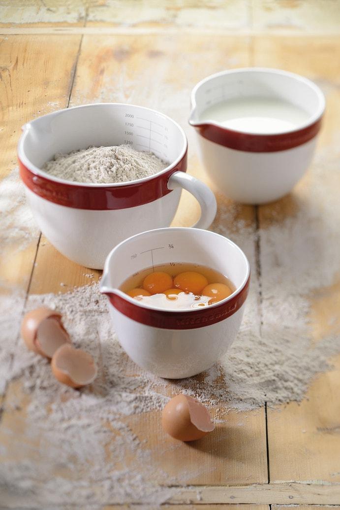 Набор керамических чаш с ручкой для смешивания и запекания KitchenAid Ceramics, красный, 3 штуки KitchenAid KBLR03NBER фото 2