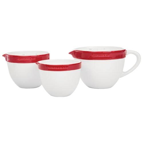 Онлайн каталог PROMENU: Набор керамических чаш с ручкой для смешивания и запекания KitchenAid Ceramics, красный, 3 штуки KitchenAid KBLR03NBER