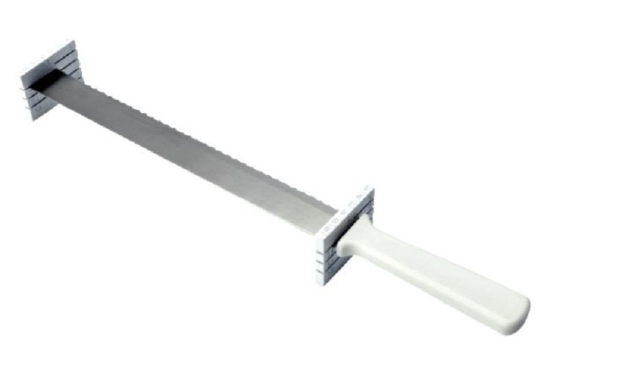 Онлайн каталог PROMENU: Нож кондитерский для разрезания коржей Kaiser Backform PATISSERIE, длина 32 см, серебристый Kaiser Backform 23 0067 0201