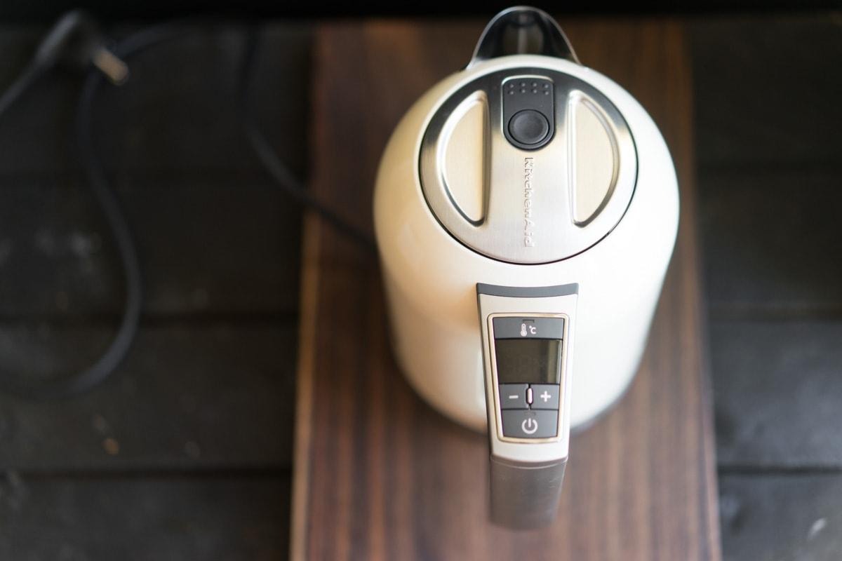 Чайник электрический KitchenAid, объем 1,7 л, кремовый KitchenAid 5KEK1722EAC фото 2