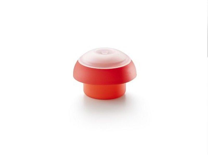 Онлайн каталог PROMENU: Форма силиконовая для яйца с крышкой Lekue, красный Lekue 3401900R10U008