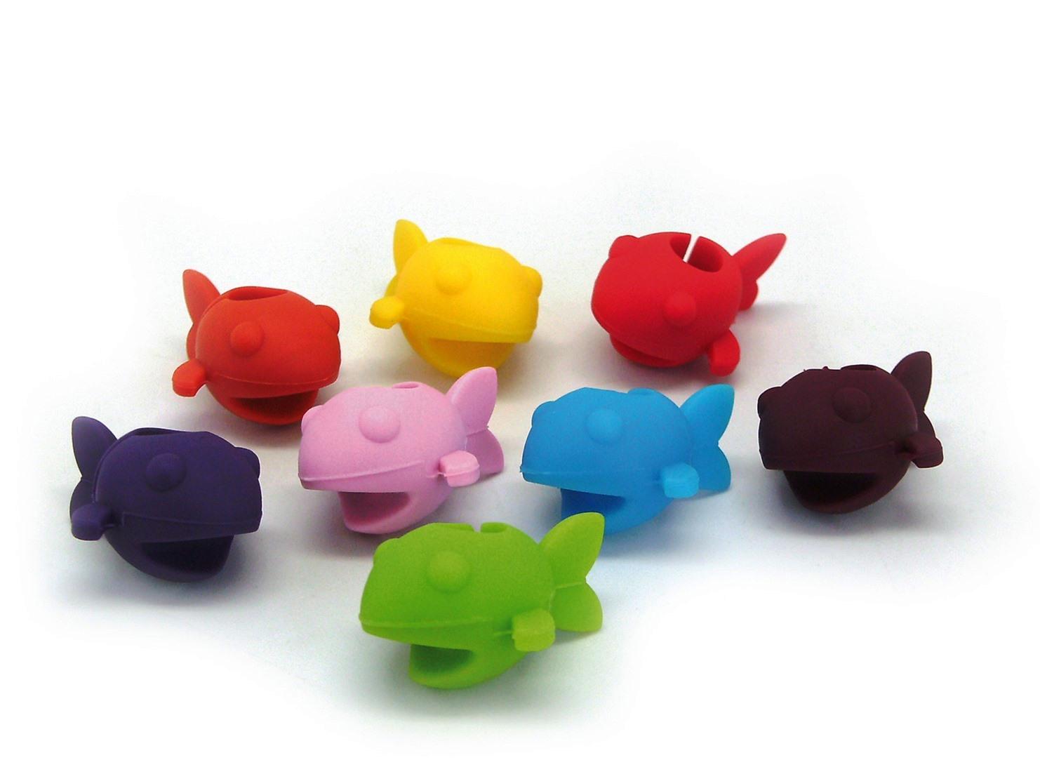 Онлайн каталог PROMENU: Набор разноцветных маркеров на бокалы в виде рыбок VinBouquet TO SERVE, 8 штук                                   FIA 014