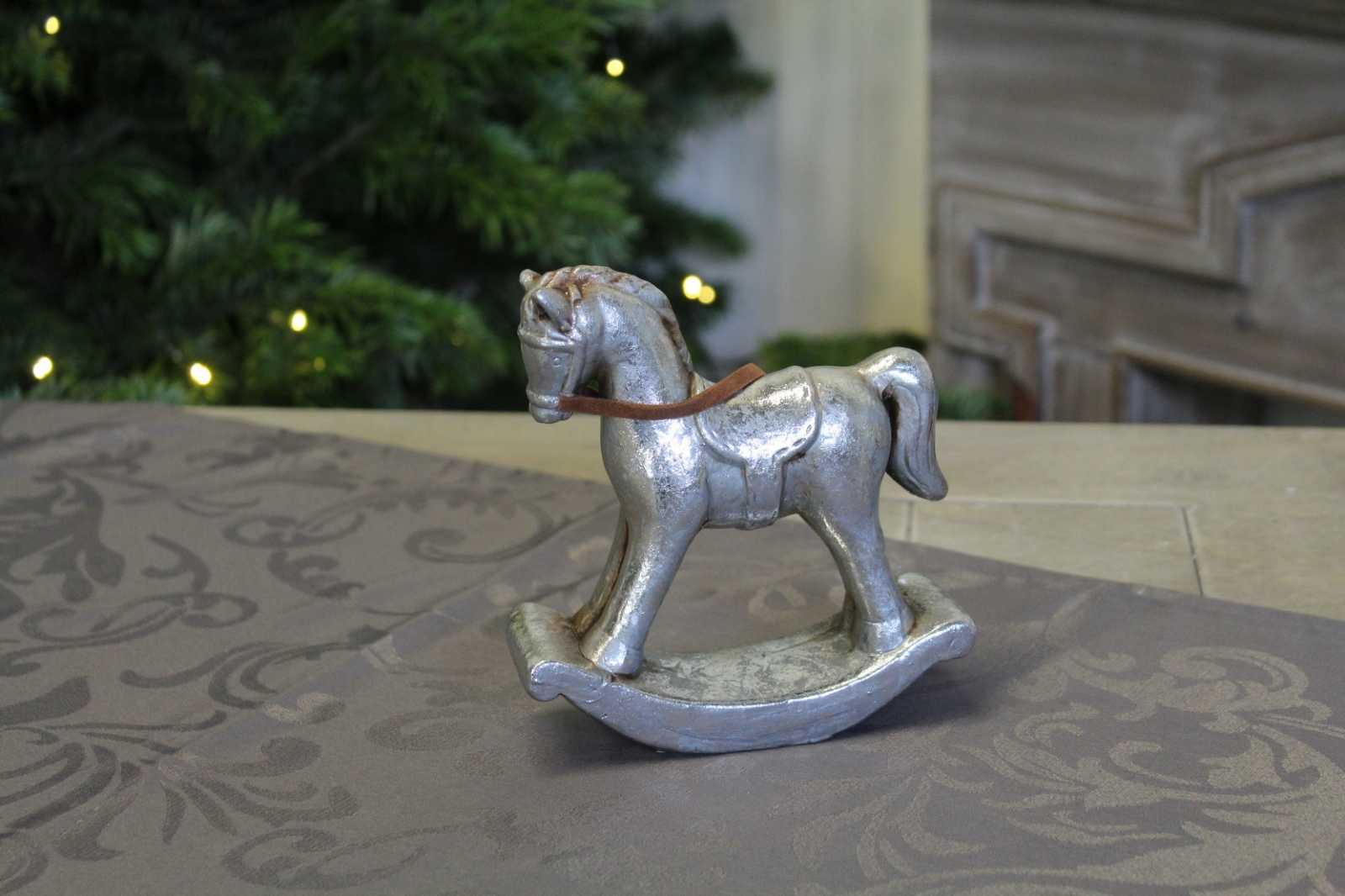 Онлайн каталог PROMENU: Cтатуэтка лошадка-качалка Goldbach, 14х5х15 см, серебристый, в ассортименте Goldbach 64 3767
